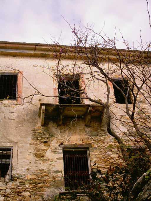 Το εγκαταλειμμένο αρχοντικό του Πάντου στο βόρειο άκρο της Παρίσσαινας.