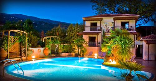 """Το """"Ξενοδοχείο Ενάλιον"""" βρίσκεται στο φημισμένο παραθαλάσσιο χωριό του Πηλίου Καλά Νερά, που τα τελευταία χρόνια έχει εξελιχθεί σε τουριστικό θέρετρο και συγκεντρώνει πλήθος επισκεπτών από όλο τον κόσμο."""